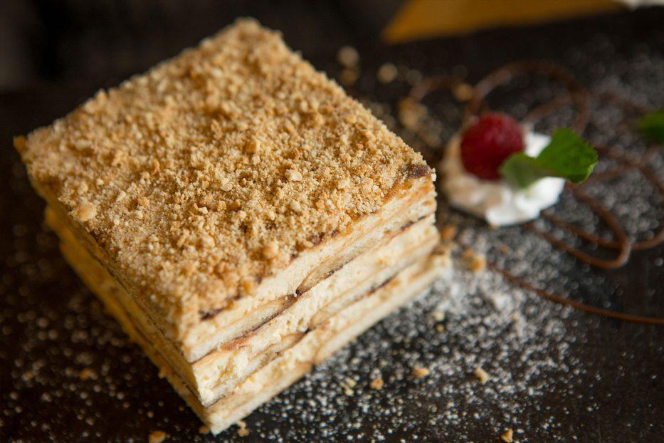 Бисквитена торта с нутела и калуа