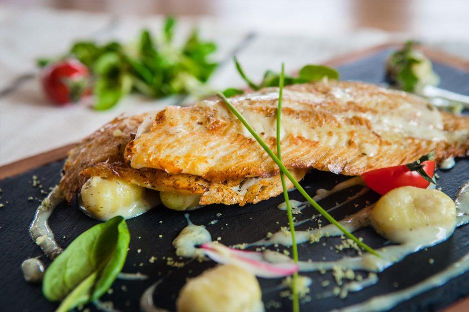 Филе от морски език с картофени ньоки и копъров сос