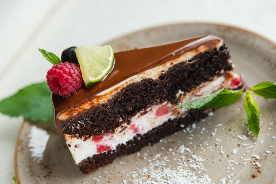 Шоколадова торта с ягоди и маскарпоне